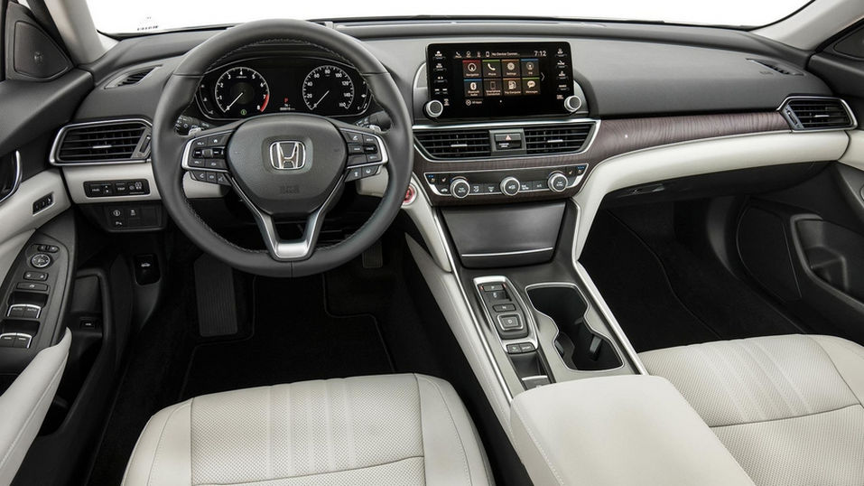 Интерьер Honda Accord 2018